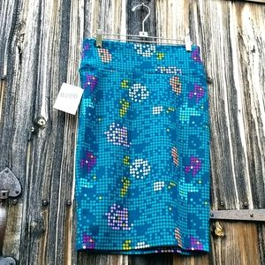 LuLaroe teal dotted skirt sz S NWT Cassie